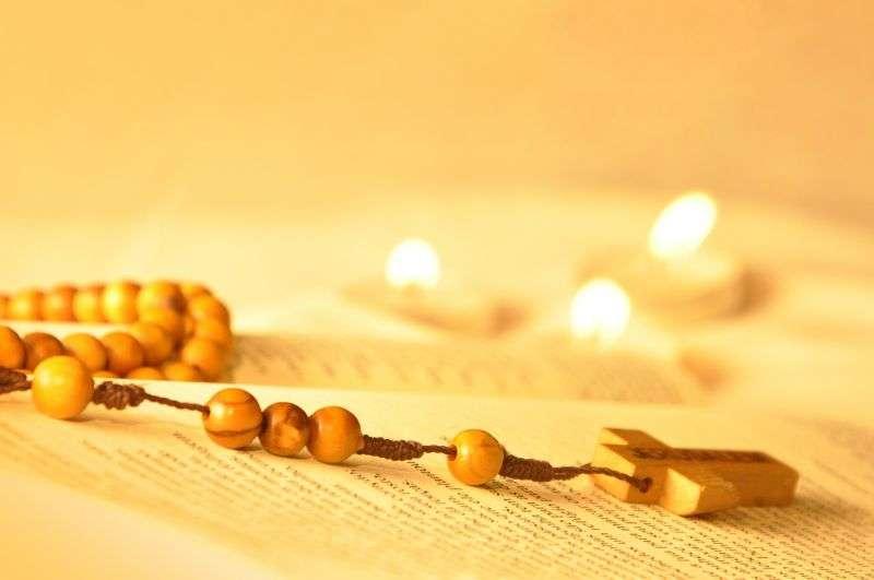 como-rezar-el-rosario